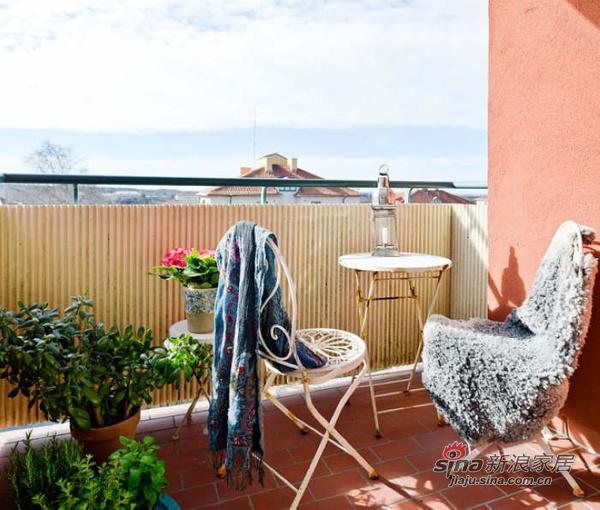 简约 二居 阳台图片来自用户2745807237在森林风 62平米干净舒适的优雅单身公寓30的分享