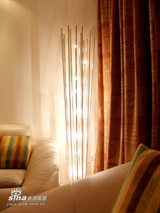 简约 三居 客厅图片来自用户2738813661在三室两厅经典装修案例 甜蜜港湾绽放温馨132的分享