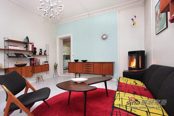 棕黄色的家居,红色地毯,颜色对比更强烈