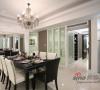 廚房隔間以透光性的夾紗玻璃取代,並移動廚