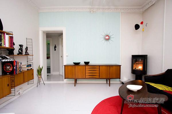 没有在客厅放满东西而留出空地,更有空间感