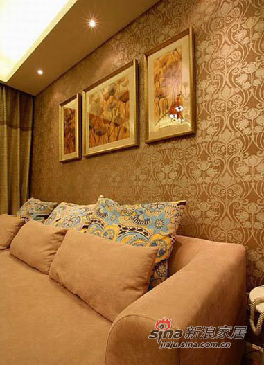 沙发背景墙,采用大量的壁纸做装饰,
