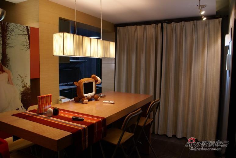 简约 三居 客厅图片来自用户2737759857在夫妻10万装120㎡简约婚房64的分享