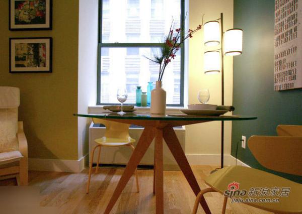 小餐桌,很有情调的装饰摆设。