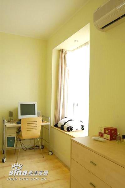 简约 三居 书房图片来自用户2738820801在清新淡雅中透豪华 20万打造我的三居室45的分享