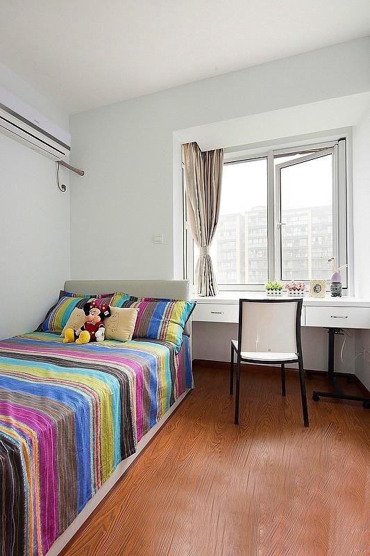简约 二居 卧室图片来自用户2737782783在80后6.6万装90平时尚简约两居室86的分享