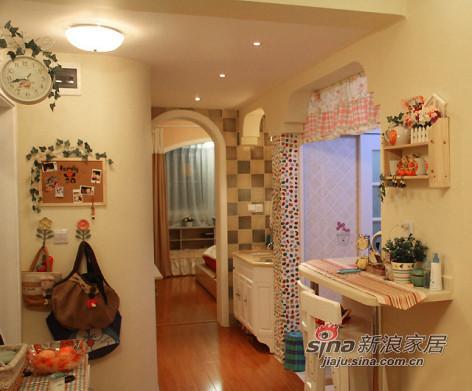 先来一张客厅样子,一眼看到卧室和厨房。