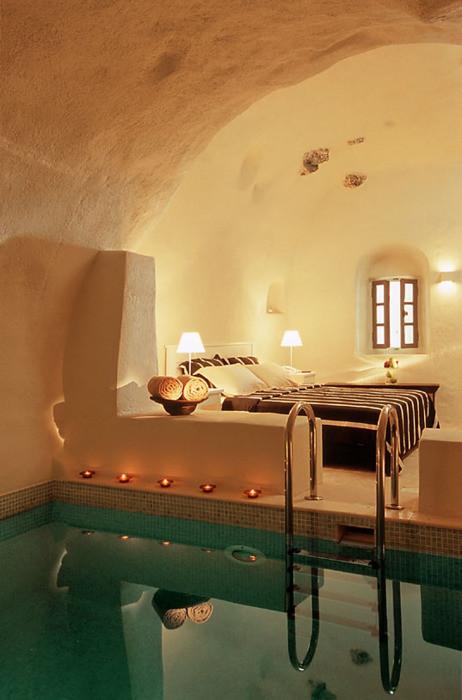 浴缸像泳池一样 如果有梦游症的人最好不要这样设计哦