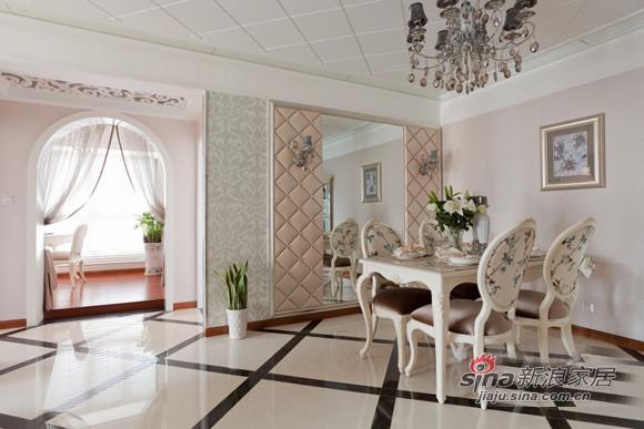 纯正欧式田园风格,白色的餐椅加上碎花的包