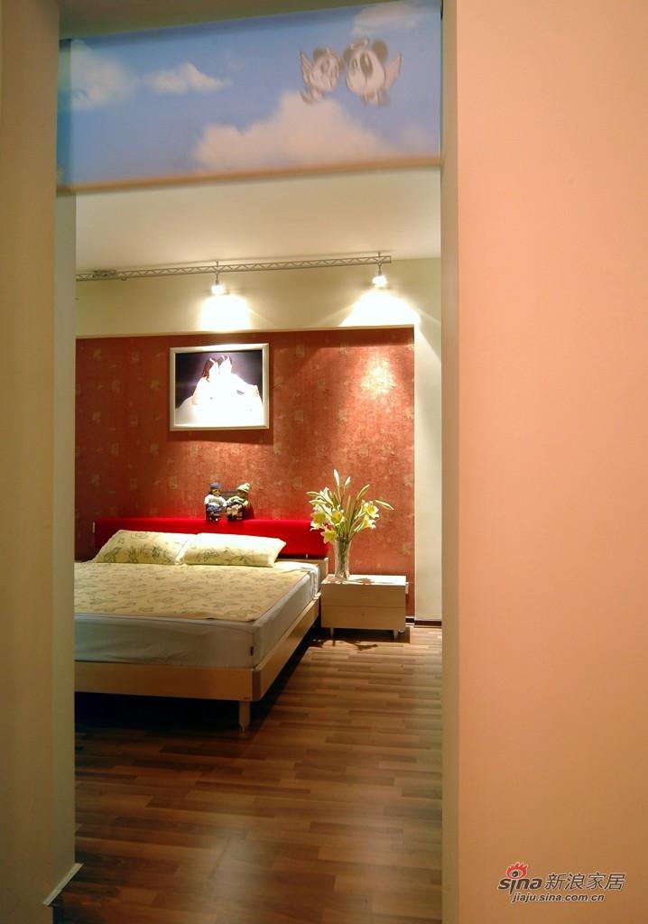 现代 二居 卧室图片来自装修微日记在【高清】白领夫妻90平时尚炫彩婚房19的分享