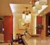 墙纸由地到顶配合灯带,拉伸了空间感