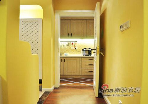 关上木门,厨房将于居室隔开