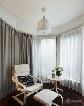 港式 二居 阳台 白富美图片来自用户1907650565在【高清】86平现代港式风情两居室44的分享