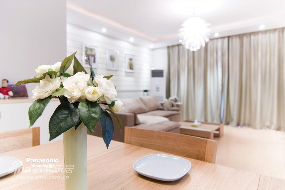 欧式 二居 客厅图片来自用户2746948411在松下盛一:普罗旺斯的浪漫原木风55的分享