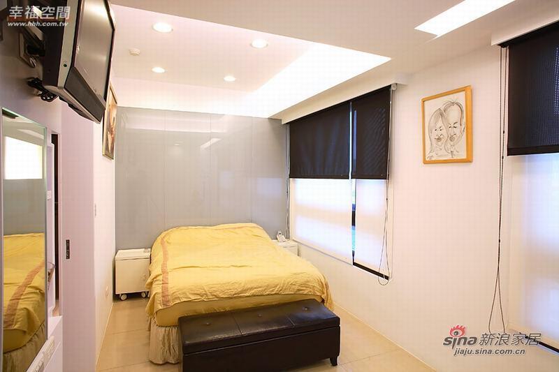 简约 二居 卧室图片来自幸福空间在80平米黑白色调的简约2房2厅68的分享
