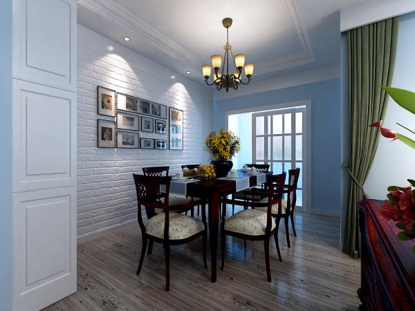 兼备装饰性和实用性的照片墙在特定灯光的烘托下变得更加温馨,简单的线条及装饰,这样人和食物才能成为餐厅的主角