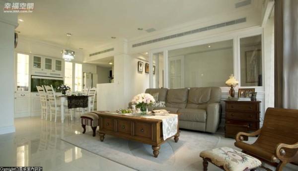 将原先大而无用的3房2厅格局,调整为更贴近生活习惯的4房2厅,保留客厅通透开阔,创造自在纾压的居所环境。