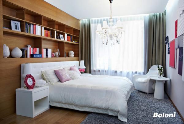 麻雀虽小五脏俱全,卧室不大但应有尽有 有过而无不及 书架灯柜沙发都是小小的细节。