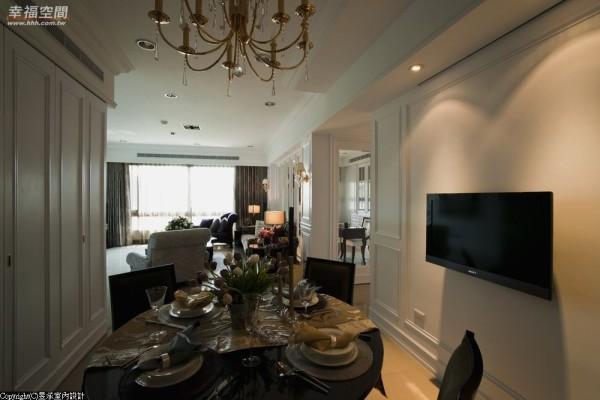 采开放设计的客、餐厅,在强调明亮、穿透感的书房隔间墙映衬 下,添加美式古典空间开敞气度。