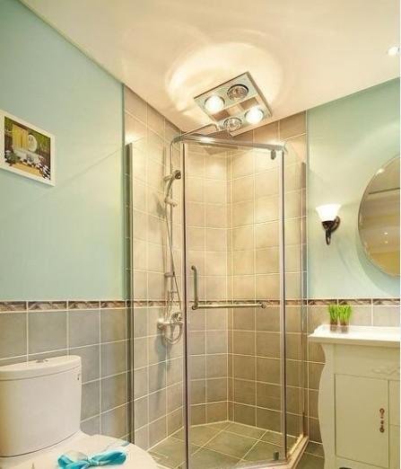 卫生间摈弃了传统的铝扣板吊顶,运用了石膏板吊顶,来展示主人生活的品位,营造一个温暖舒适温馨的家。