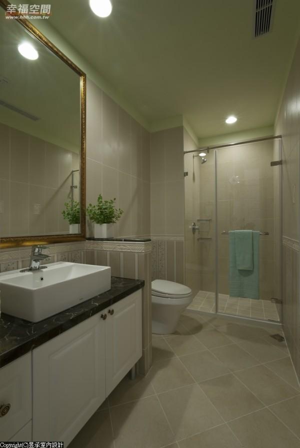 公共浴室的地面和墙面采用具乡村风格的磁砖铺设,天花板则漆以果绿色,呈现出淡雅的美式乡村情调。
