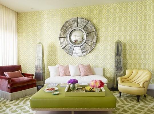 壁纸与地毯的花纹很呼应~~墙上的八卦镜是喜欢风水的人首选装饰