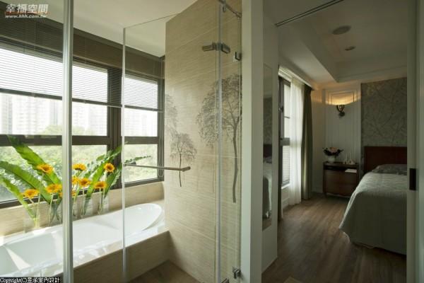 通风及采光俱佳的主卧浴室,则选用胡桃木纹地砖配搭具藤编质感的壁砖,壁砖上树型的立体浮雕,仿若将户外的自然绿境延揽入内。