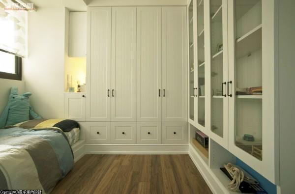 孩子长大后,待在房间的时间会慢慢变长,因此舒适以及充足的收纳空间对小孩房的设计是十分重要的。
