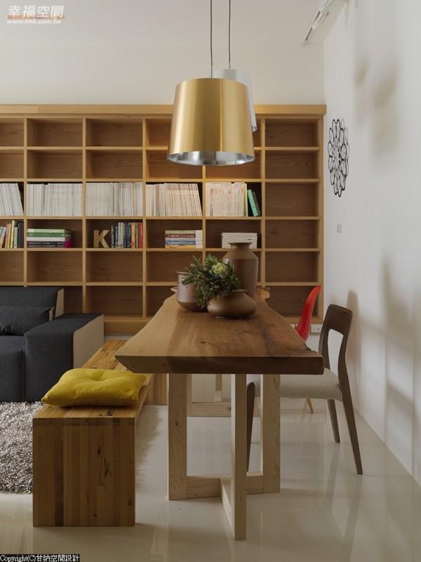设计师精准调配水平与垂直的线条曲度,打造全面式美学角度。