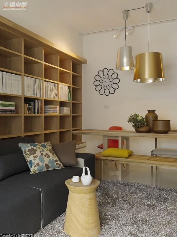 金银造型灯具、设计感花钟及跳色单椅,缀点出空间活力。