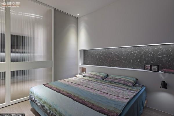 阖上更衣室与主卧房的拉门,能弹性变化出多一房的格局。