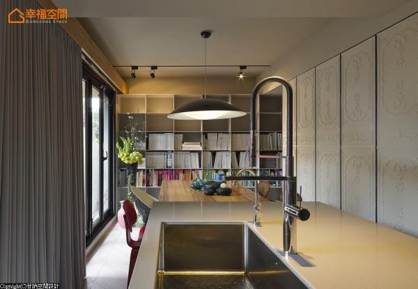 以自宅和工作室的结合,融入各种设计元素,让进入空间的屋主及员工,有像是在家开会、在家招待客人、在家做料理的轻松感。