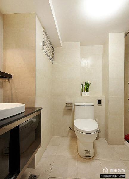 主卧内卫浴则很简洁,米色的墙砖干净大方。