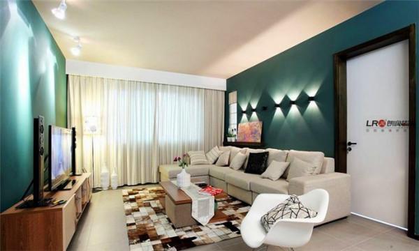客厅用一种大胆的跳跃的深绿色搭配百搭的白色,时尚优雅的感觉一下子就出来了。