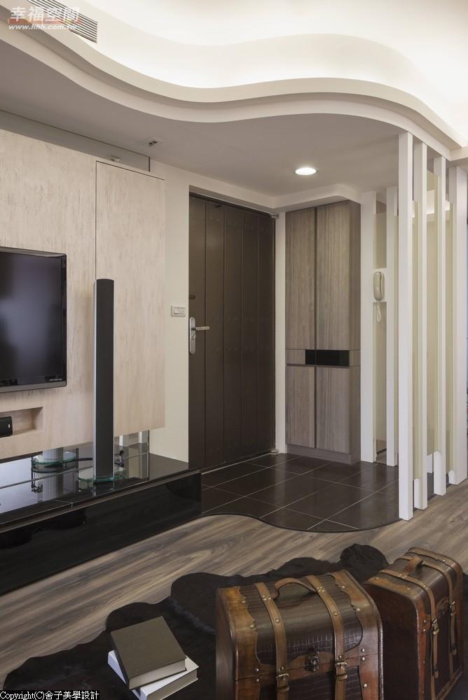 旧房改造 时尚 木地板 二居 当代 现代 混搭 收纳 玄关图片来自幸福空间在真实体验70m²幸福温度的分享