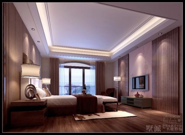 名雕装饰设计:卧室:卧线、面处理也十分简洁。中性咖啡色调处理,视觉效果很舒服,易于睡眠。在电视背景两侧的装饰木条纹,右边隐藏了进衣帽间的门。