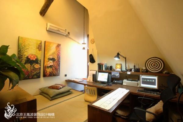 二层书房添加了榻榻米,在书房中,放置了电脑娱乐。更多了休息的场所。