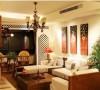 沙发背景墙上悬挂东南亚特色壁画,增添艺术感