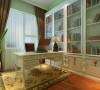 设计理念:书房主要给人学习与办公的地方,用于暖绿色的墙漆,暖色使之温暖,绿色用来清醒,而不是用纯色冷冰冰绿用来,选用白色的书柜会在主人困惑时不至于迷茫烦躁,清醒头脑。