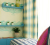 这是个充满童趣的房子,地中海风格非常明显,大面积使用蓝色手绘图案,手绘也是一种增显房子特异风格的手法。