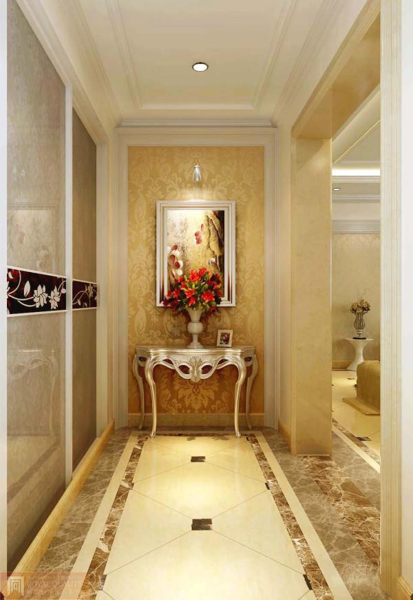 玄关:玄关欧式的台桌外形大方美观,四周的金色壁纸图案的设计