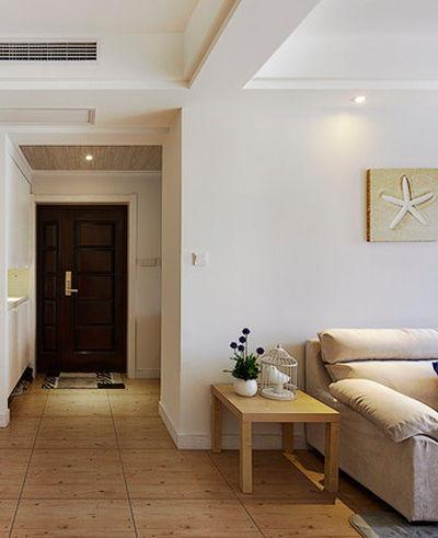入门玄关(玄关装修效果图)左侧是客厅,这边只看到了客厅沙发(沙发装修效果图)的一角。