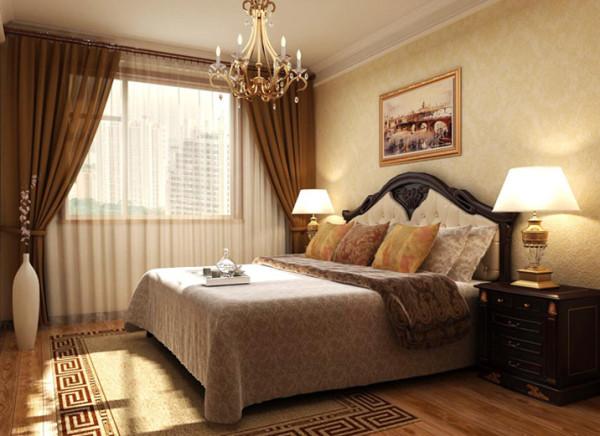淡黄的壁纸,木色地板,舒适的床及床上用品,进入卧室就有种温馨幸福的感觉。
