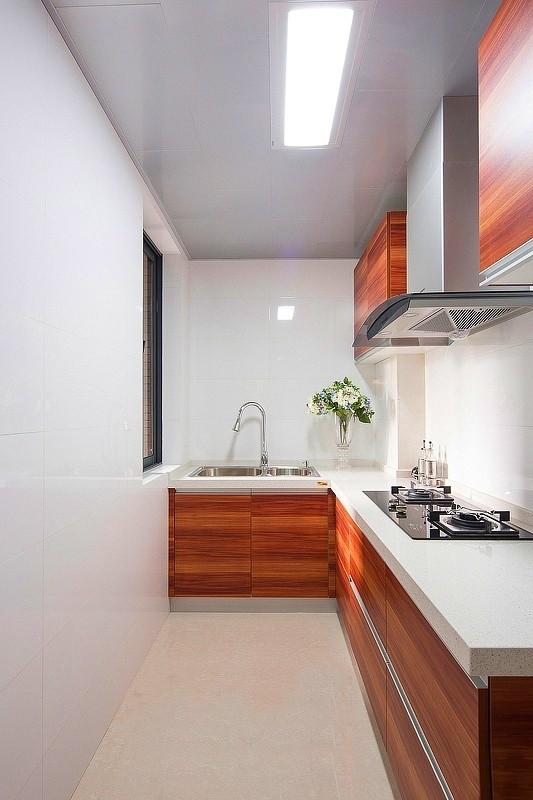 厨房一体装饰,颜色分明,非常清爽