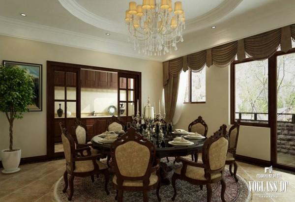 色调通常采用奶咖色与米色作为装饰基调,温馨雅致,家具采用各种欧式新古典的家具混搭配置,通过布艺搭配及灯饰摆件点缀,协调并丰富着空间的表情,生活气息浓郁。