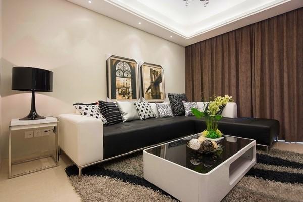 客厅黑白打造,墙面用挂画来点缀,地面用毛毯铺贴,咖啡色的窗帘也是很吸引人的