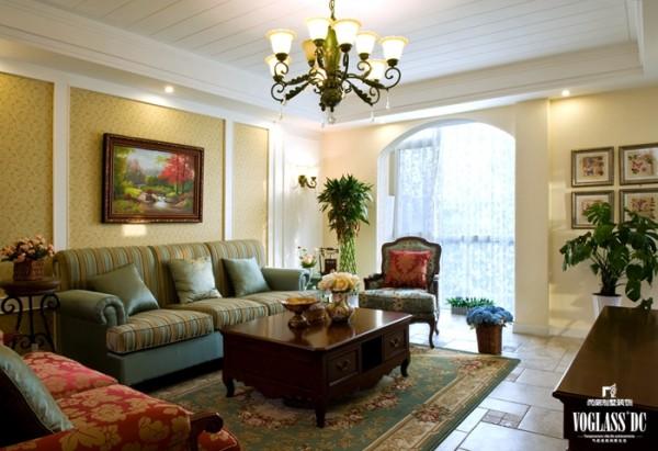 色彩造型较为含蓄保守,以舒适机能为导向,兼具古典的造型与现代的线条,凸显自然质朴的特性。室内环境力求悠闲、舒畅的田园生活,运用天然木、石、藤、竹等质朴的纹理。巧于设置室内绿化,创造自然、高雅的氛围