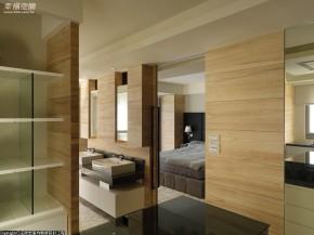 简约 木地板 白领 现代 高帅富 舒适 婚房 衣帽间图片来自幸福空间在198 m²洞悉前卫回归简约自然的分享
