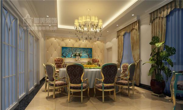 宴会厅是圆桌形式的,因为参与的客人会很多,独立的空间、两扇落地窗,更显优雅!