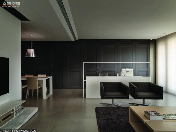 考量到无梁板建筑所产生的楼高不足问题,二分之一的镂空带出书桌的穿透。